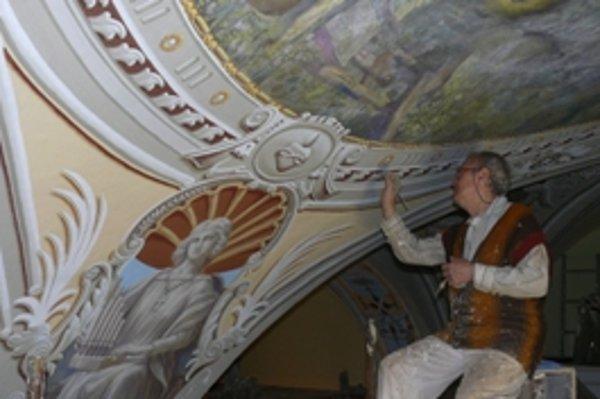 Juraj Krajčo starší pri práci vo Farskom kostole.