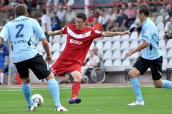 """Samuel Štefánik (v strede) sa dostal do nominácie """"21"""" na zápas s Kazachstanom."""