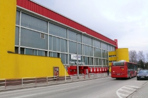 Poslanci chcú, aby mesto vrátilo štadión do výpožičky Dukle na dobu určitú v trvaní troch mesiacov.