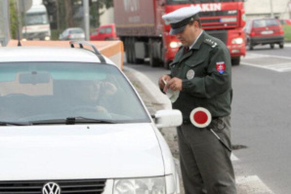 Policajti budú kontrolovať vodičov a dopravu v pondelok 18. júla a štvrtok 21. júla.