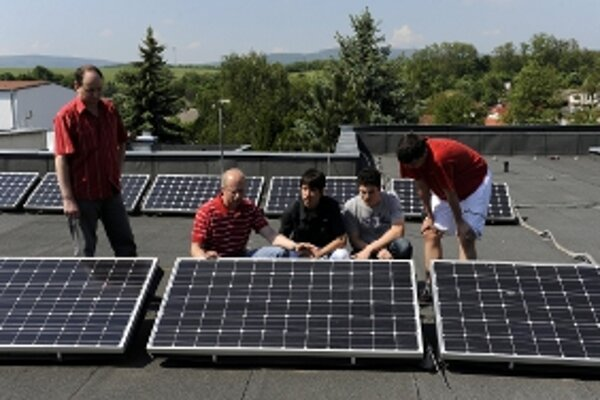 Stredná odborná škola v Starej Turej predstavila solárny systém.