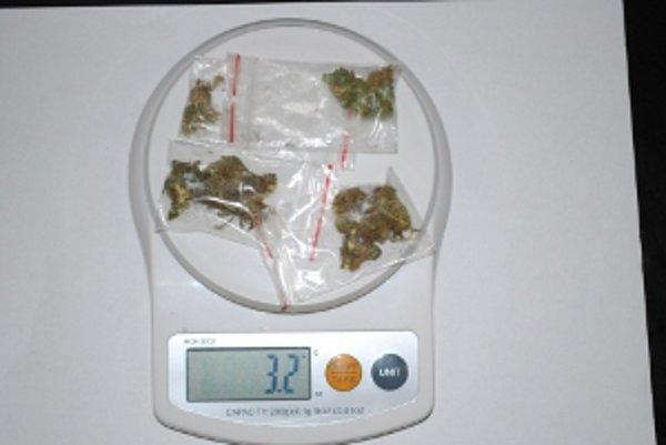 Zadržené množstvo  zodpovedá najmenej štyridsiatim jednorazovým dávkam drogy.