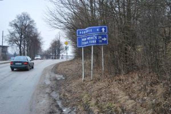 Podľa dopravného značenia kilometrov pribúda.