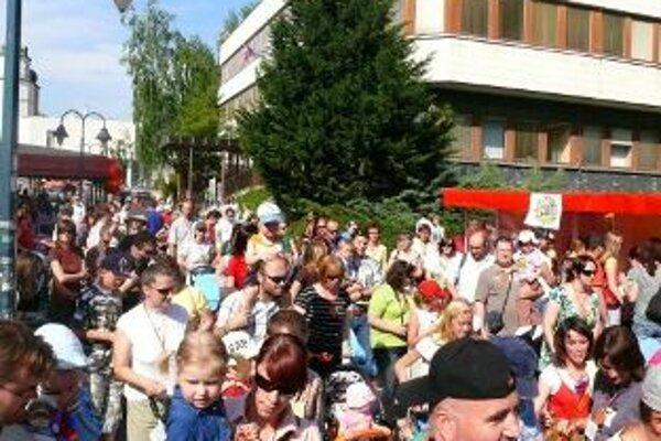 Míľa pre mamu minulý rok zlákala v Trenčíne viac ako tisícku dospelých s deťmi.