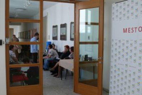 Otvorené dvere na úrade využilo množstvo Trenčanov.