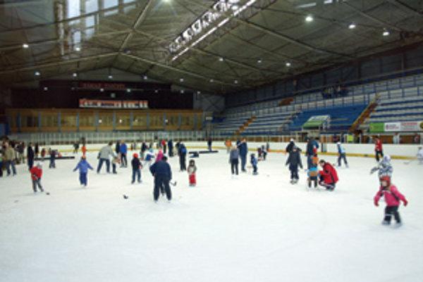 Budúcnosť dubnického zimného štadióna je zahalená v hmle.