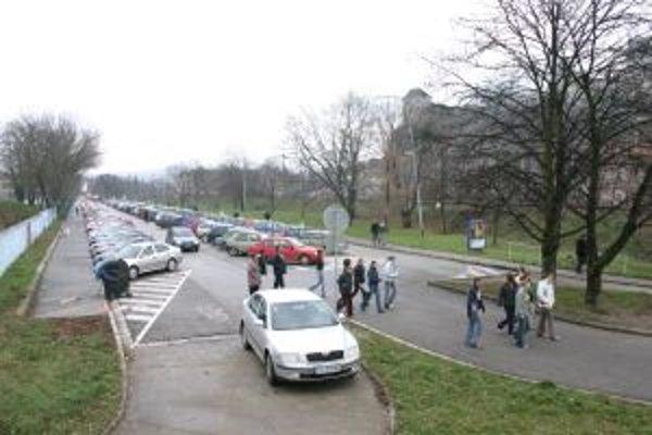 V Trenčíne parkovacia spoločnosť prevádzkuje sedem parkovísk.
