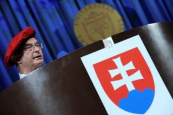 na slávnostnom otvorení akademického roka sa konala aj inaugurácia rektora Trenčianskej univerzity Alexandra Dubčeka Ivana Kneppa.