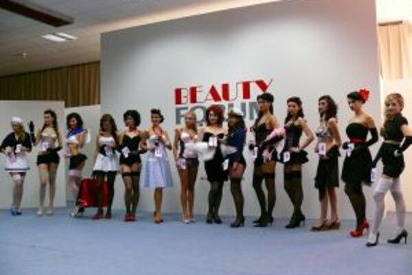 Na predkole majstrovstiev Slovenska v mejkape súťažilo 14 vizážistiek.