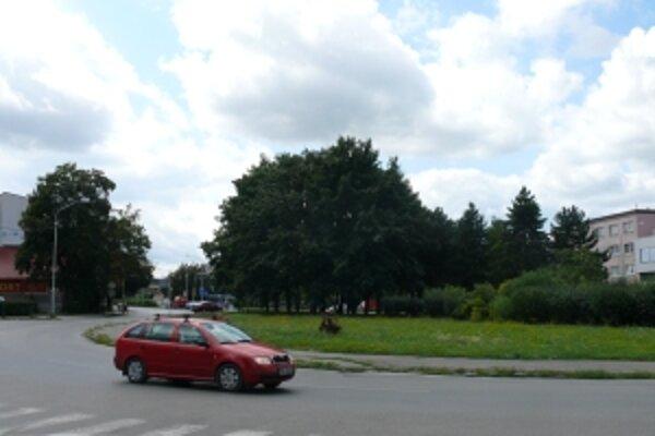 Aupark má stáť hneď vedľa historického jadra mesta. Pre výstavbu investor vyrúbe sto stromov.
