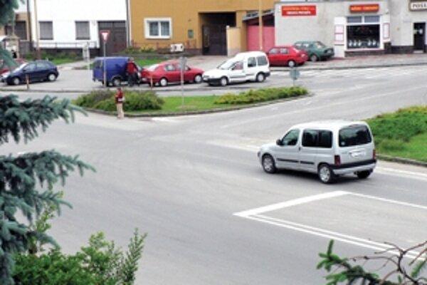 Nová križovatka by v budúcnosti mala vyriešiť dopravu v obci.