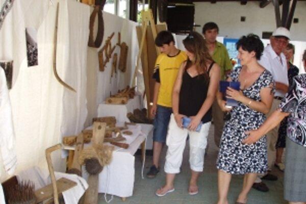 Exponáty pochádzajú z bohatej zbierky miestneho spolku Matice slovenskej.