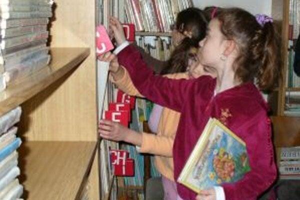 Voľný prázdninový čas môžu trenčianske deti stráviť aj v pobočkách Verejnej knižnice, kde pre ne pripravili zábavný program.
