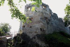 Hrad Uhrovec menil v priebehu histórie majiteľov