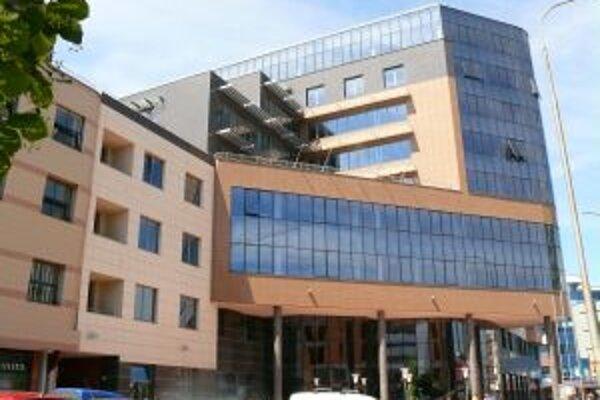 """Nová budova župy vyrástla na bývalej """"Topoliho"""" jame, v novom tvoriacom sa administratívnom centre mesta"""