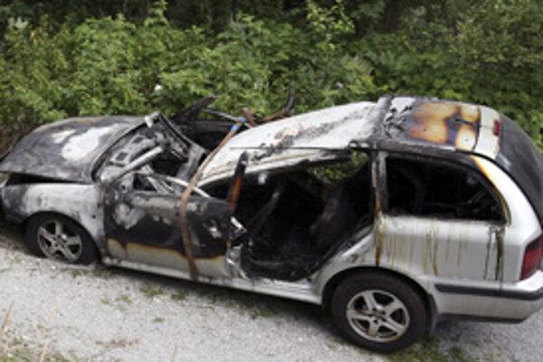 V Novej Dubnici zhorela Škoda Octavia.