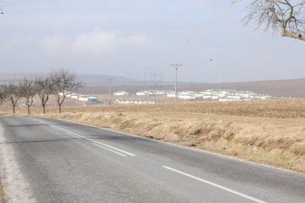 Pri projektovaní novej osady Strelník, kam sa presťahovala temer tisícka Rómov z bývalej osady Letanovský mlyn, sa nepočítalo so žiadnym rozvojom. Už dnes v niektorých dvojizbových bytoch žije spolu 20 ľudí.
