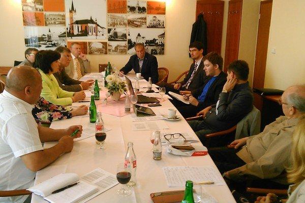 Pripomienky zdola zbierali politici na zasadnutí v Prešove.