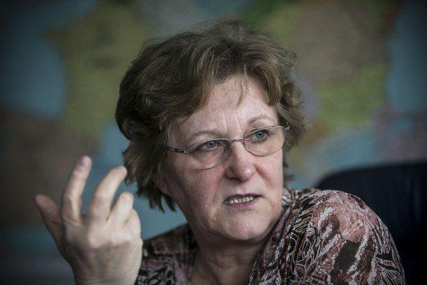Verejná ochrankyňa práv Jana Dubovcová upozorňovala na problémy s nerovnakým prístupom k vzdelaniu u rómskych žiakov už v roku 2013. V roku 2015 začala voči Slovensku Európska komisia konanie pre diskrimináciu rómskych detí v našom školskom systéme.