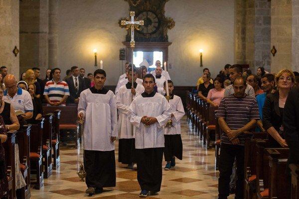 Slávnostná svätá omša pri príležitosti Pamätného dňa rómskeho holokaustu v bratislavskom Dóme sv. Martina.