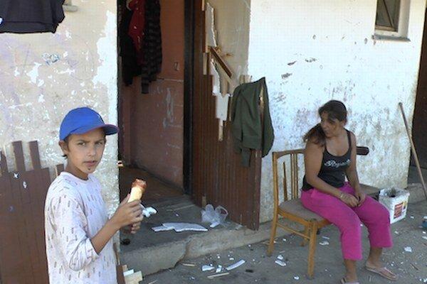 Júnová pátracia akcia v rómskej osade v Moldave nad Bodvou nie je doteraz prešetrená.