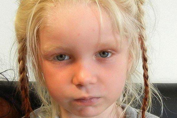Prípad dievčatka z gréckej osady šokoval celý svet.