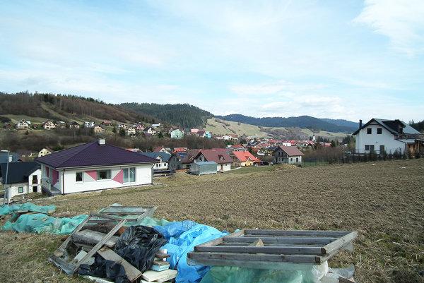 Siete v novej obytnej časti obec buduje postupne.
