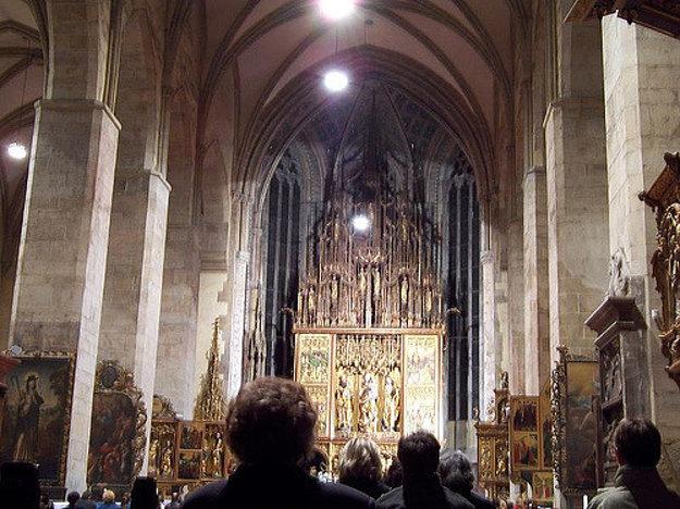 Najvyšší drevený gotický oltár od Majstra Pavla v kostole sv. Jakuba v Levoči.