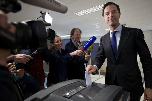 Holandský premiér Mark Rutte sa môže tešiť z víťazstva.