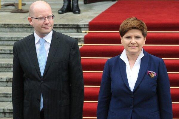 Český premiér Bohuslav Sobotka a poľská premiérka Beata Szydlová.