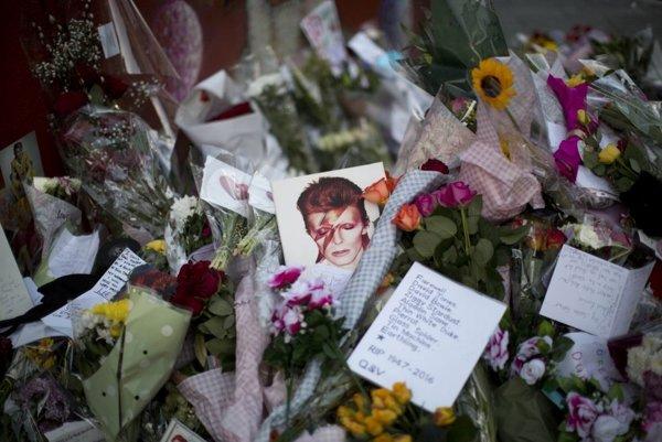 Iba tri mesiace po Davidovi Bowiem zomrel bubeník Dennis Davis.