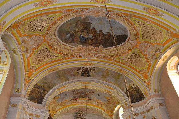 Interiéru kostola prinavrátia stratenú tvár.