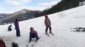 Lyžiari si veľa snehu na hornej Nitre počas skončenej zimy neužili.