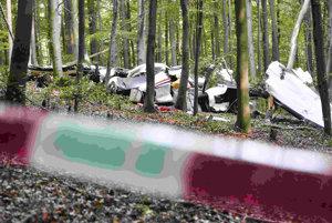 Pozostatky lietadla po havárii.