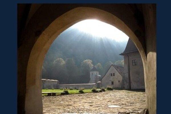 Výstava  venovaná kláštorom bude od  20. apríla v západnom  krídle trnavskej radnice.