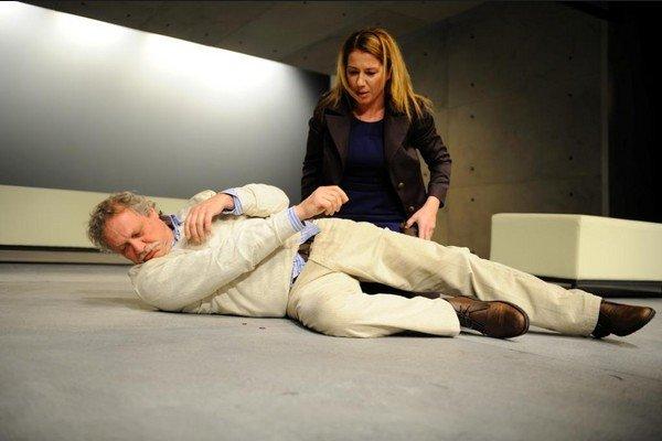 Marián Geišberg a Gabriela Dzúriková v hre Mobil mŕtveho muža.