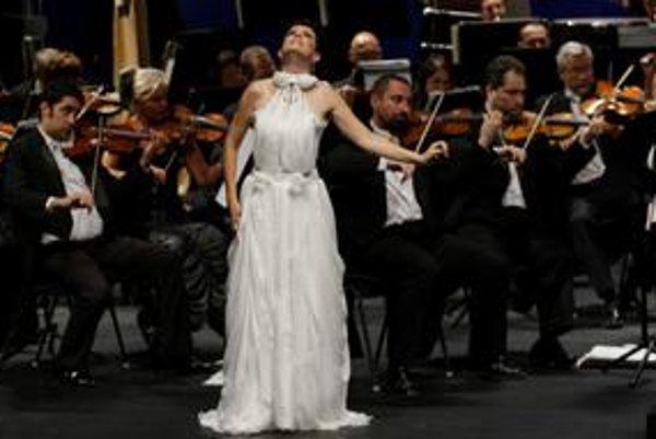 Hlavnou postavou takmer trojhodinového večera bola sopranistka Ľubica Vargicová.