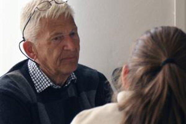 Per Olov Enquist po svojom predstavení v Bratislave diskutoval na rôzne témy.