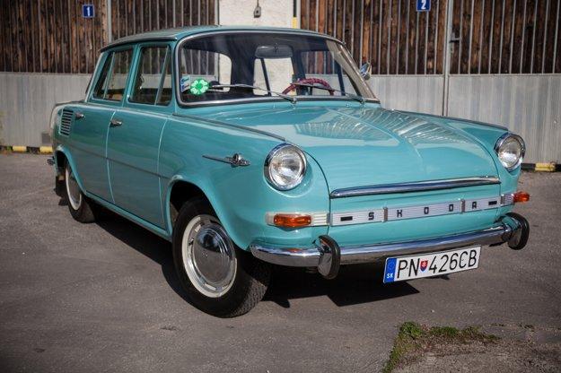 Štvordverový sedan sa predával v roku 1969 za 45 699 Kčs. De Luxe stál 48 900 Kčs. Najdrahšia bola Škoda 1100 MBX De Luxe, ktorá stála 52 900 Kčs.