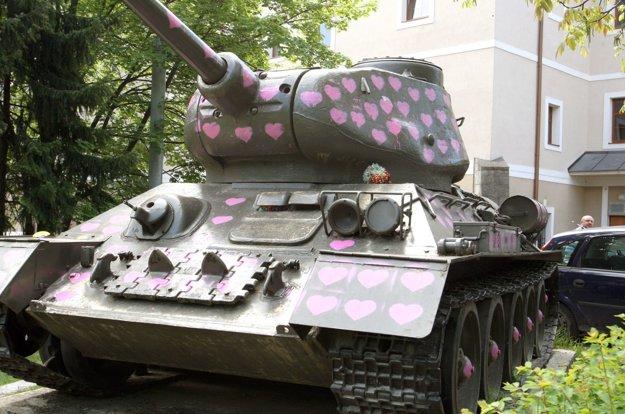Rok 2011 - takto sa s tankom pohral neznámy