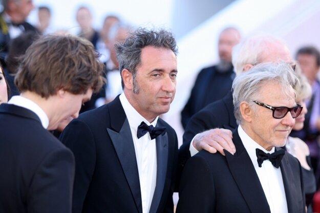 Paolo Sorrentino (v strede) dúfal, že za Mladosť dostane Zlatú palmu. Harvey Keitel stojí vpravo.