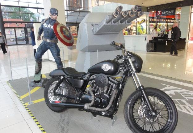 Kapitán Amerika a jeho Harley Davidson.
