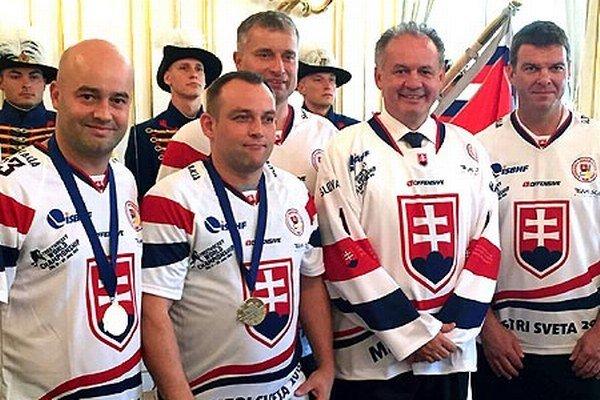 U pána prezidenta - zľava S. Petrík, R. Kašša, za ním R. Bujdák, vpravo J. Stümpel.