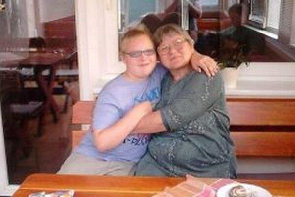 Tomáško so starou mamou Máriou.