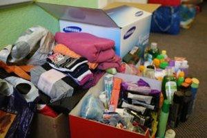 Organizácie, ktoré pomáhajú, aktuálne žiadajú najmä o hygienické potreby.
