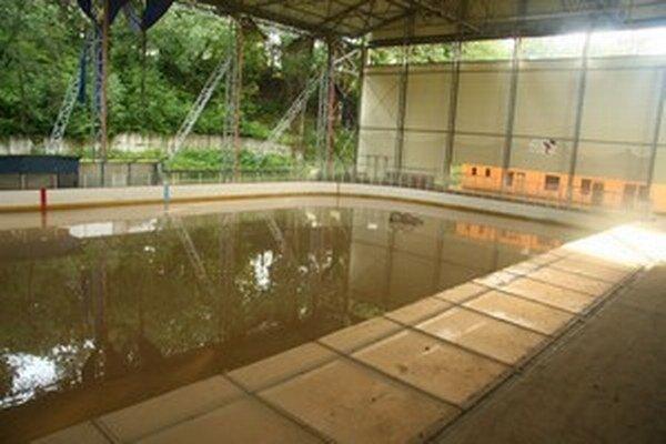 Pod vodou je celá hracia plocha.