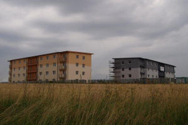 Vznikajúce bytovky so 48 dvoj- a trojizbovými bytmi plánuje spoločnosť Remeslo stav dokončiť v auguste.