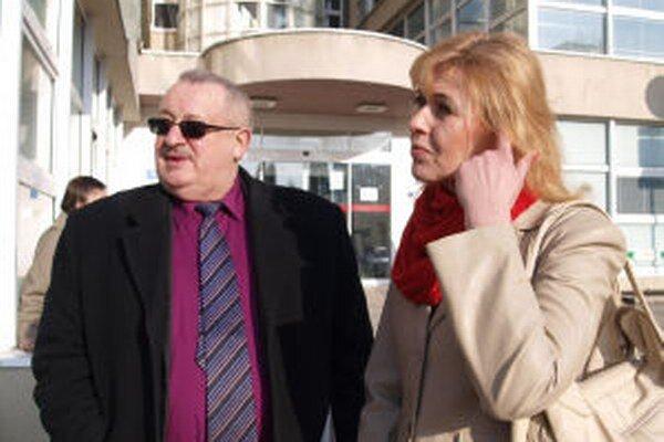 Jedna z troch prepustených sestier Eva Kollárová dnes v žiarskej nemocnici podpísala dohodu o urovnaní.