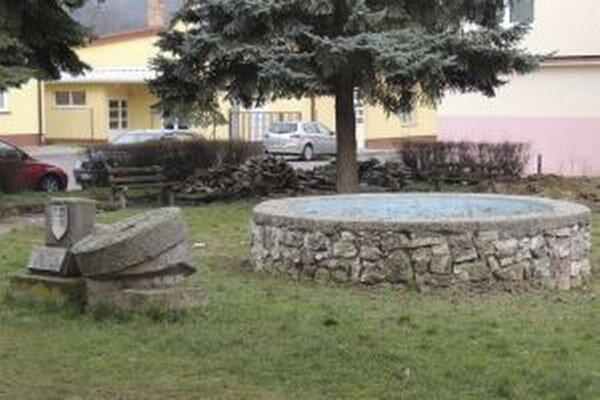 Park s nefunkčnou fontánou sa mesto rozhodlo zrekonštruovať.