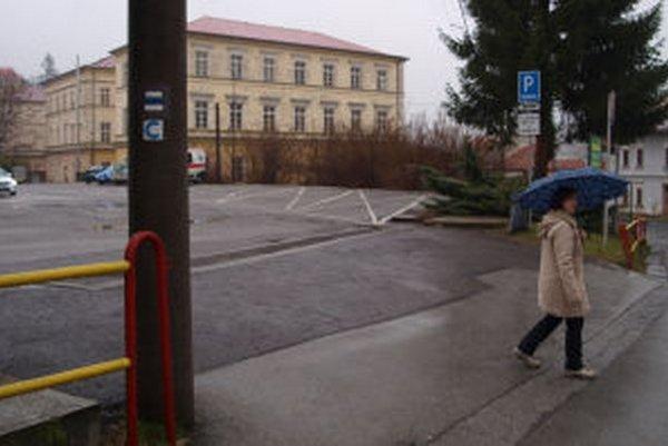 Pre parkovisko Jeleň platia rovnaké pravidlá ako pred zmenou všeobecne záväzného nariadenia.